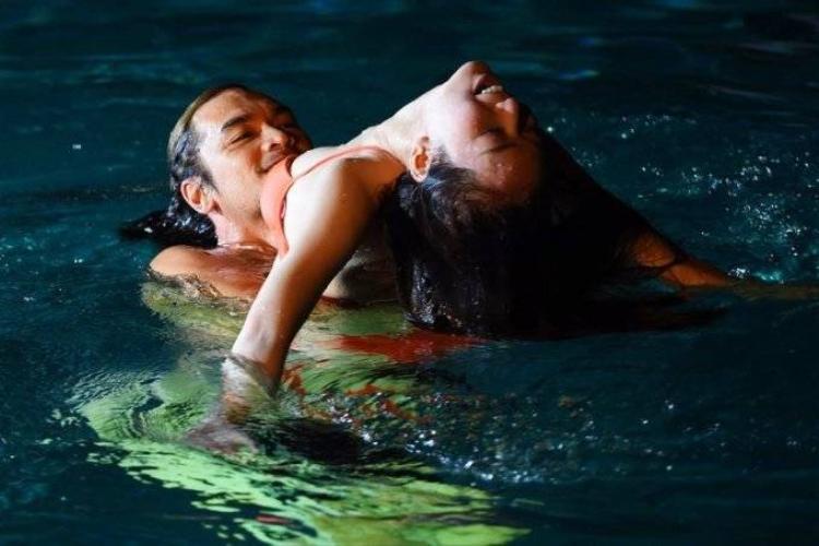 Đức Hải bị tung ảnh khóa môi một chàng trai ở hồ bơi