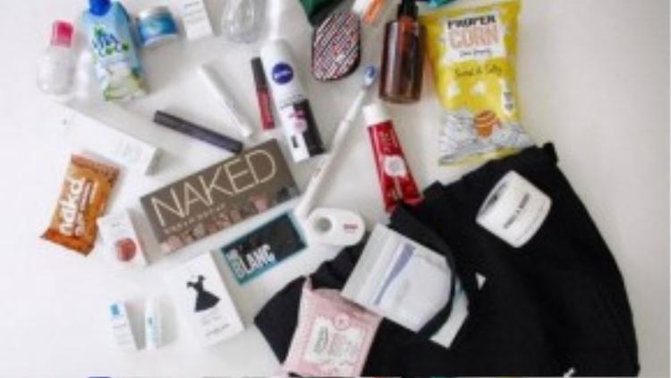 Bên trong một túi đồ cá nhân Premier Models phát cho người mẫu của mình.