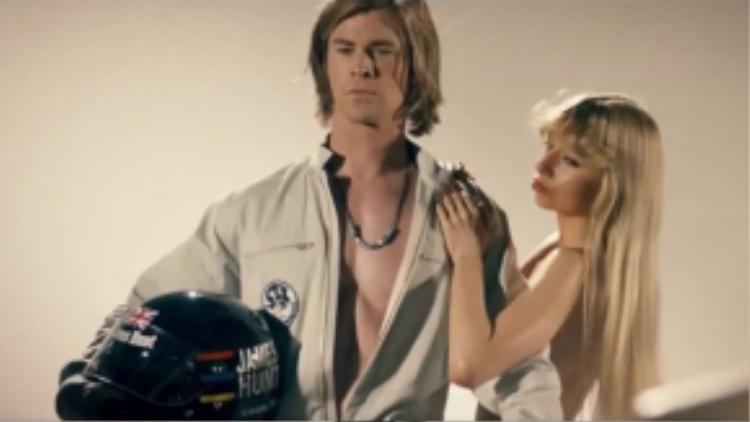 """Vốn dĩ nổi tiếng với việc sẵn sàng """"khoe thân"""", nhưng Rush (2013) mới là bộ phim đánh giấu nhiều cảnh nóng bỏng nhất của tài tử người Úc. Không còn là siêu anh hùng, Chris Hemsworth trở thành một vận động viên đua xe chuyên nghiệp"""