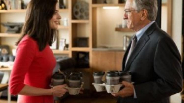 The Intern là một bộ phim thuộc thể loại tình cảm, hài hước với sự tham gia của hai diễn viên từng đạt giải Oscar là Robert De Niro và Anne Hathaway.