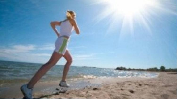 Bôi kem chống nắng không làm hạn chế khả năng hấp thu vitamin D của cơ thể. Bạn có thể yên tâm hơn khi tổng hợp vitamin D từ nguồn ánh sáng tự nhiên này.