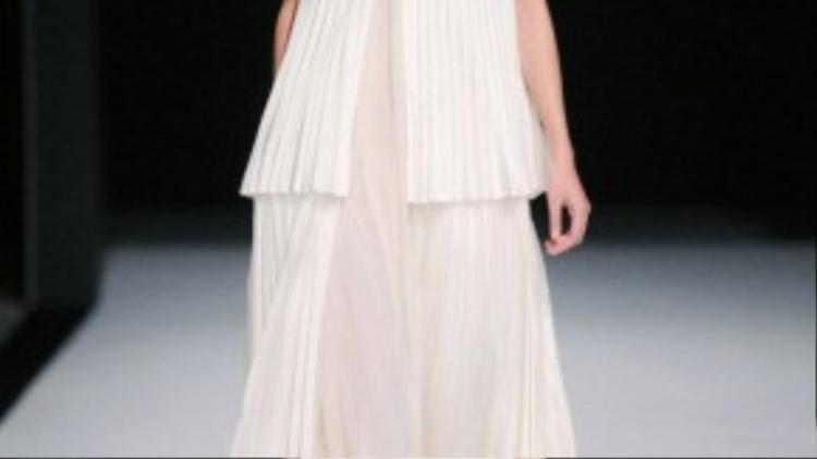 Khi đến Paris Fashion Week cô cũng là người mẫu đầu tiên của Việt Nam sải bước trong sự kiện thời trang này, với show diễn của NTK Adrian Runhof và NTK Johnny Talbot của thương hiệu Talbot Runhof.
