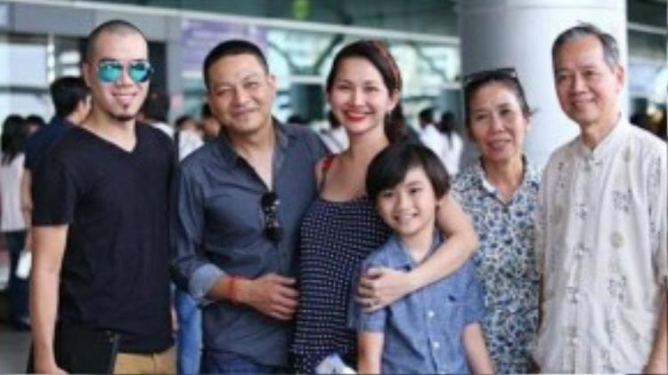 Chồng cũ và gia đình mới của Kim Hiền có quan hệ thân thiết.