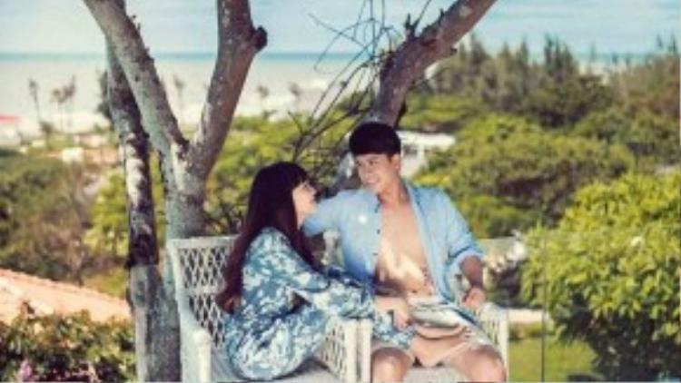 Năm 2011, tình cờ gặp Việt Huê tại nhà của một nhạc sĩ và biết được cô là người viết lời cho ca khúc mới của The Men, Lê Hoàng bắt đầu có cảm tình với hình ảnh xinh xắn, dịu dàng và đáng yêu của cô. Từ đó, anh quyết định lên kế hoạch chinh phục Việt Huê. Càng tiếp xúc, anh càng nhận ra sự đồng cảm với người đẹp trong âm nhạc và cả quan điểm sống.