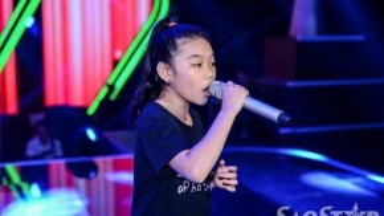 """Phương Khanh """"thần đồng opera"""" team Hồ Hoài Anh - Lưu Hương Giang tập trung hết sức vào phần trình diễn, cô bé luôn là thí sinh có số phiếu bình chọn cao nhất - nhì trong team, vì thế Phương Khanh luôn cố gắng để không phụ lòng khán giả."""