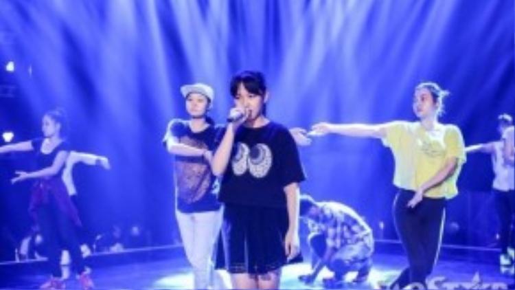 Khánh Linh, thí sinh thứ 3 của team Cẩm Ly hứa hẹn sẽ bùng nổ trong đêm liveshow 4.