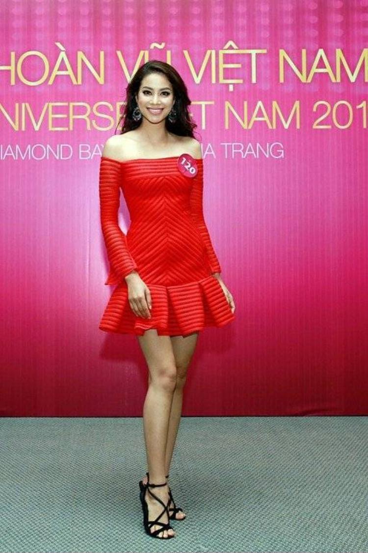 Phạm Hương được chọn là Hoa hậu giả định giữa bão scandal