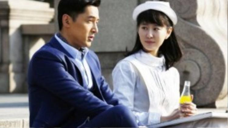 Vương Lạc Quân (phải) trong vai Trình Cẩm Vân.
