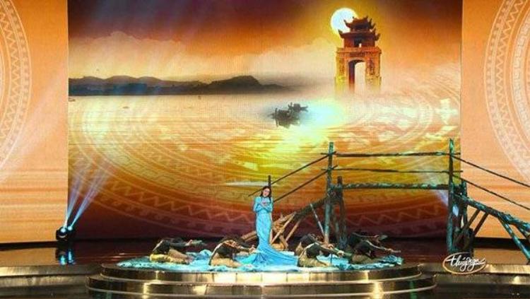 Mặc bão scandal, Thu Phương tập trung tranh giải tại Hollywood