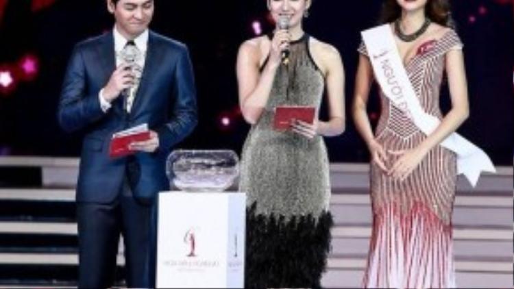 Câu trả lời xuất sắc của Phạm Thị Hương đã nhận được sự cổ vũ nồng nhiệt của khán giả. Cô là gương mặt hoàn toàn xứng đáng cho ngôi vị Hoa hậu Hoàn vũ Việt Nam 2015.