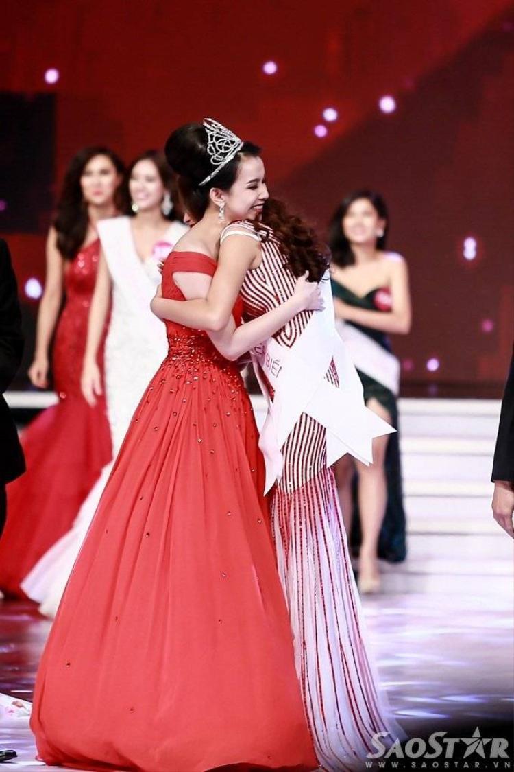 Ngắm lại những khoảnh khắc tỏa sáng của Hoa hậu Hoàn vũ Phạm Hương