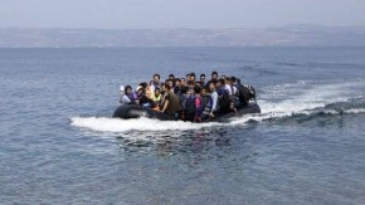 Người tị nạn Afghanistan trên hành trình tới đảo Lesbos, Hy Lạp ngày 9/9. Ảnh: Reuters.