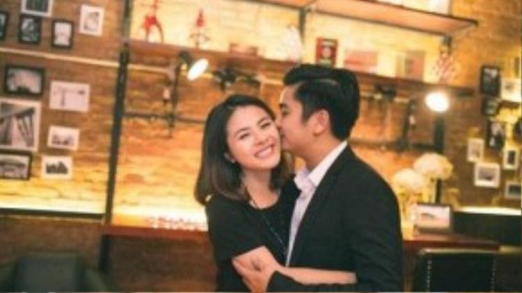 Vân Trang từng tiết lộ, Quân chưa từng nghĩ đến chuyện yêu người nổi tiếng. Gia đình anh cũng là người tri thức nên ban đầu khá khó chịu việc con trai quen diễn viên.