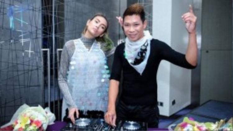 Trong dự án Miss on the Mix, giải Vàng cuộc thi Siêu mẫu Việt Nam năm 2008 sẽ trở thành người quản lý, nắm giữ vai trò gương mặt đại diện, làm việc trực tiếp với các nhà tài trợ, nhận lời tham gia tại các show diễn trên thị trường quốc tế… Võ Hoàng Yến hy vọng bản thân sẽ có được những thành công trong lĩnh vực DJ như Paris Hilton.
