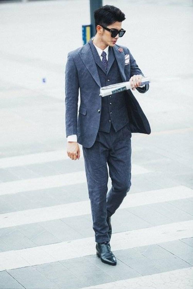 Đốn tim với bộ ảnh suitfie của trai đẹp Hoàng Tiến Dũng