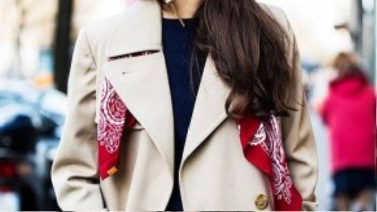 Thời trang ngày lạnh bỗng trở nên ấm áp với mảng khăn sắc màu.
