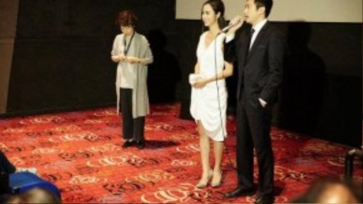 Cả hai chia sẻ những câu chuyện thú vị về quá trình làm phim cùng khán giả quốc tế.