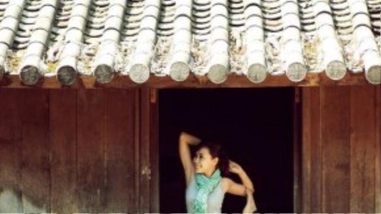 Yoga là cách Phụng Yến lựa chọn để nâng cao sức khỏe cho các chuyến du lịch của mình.
