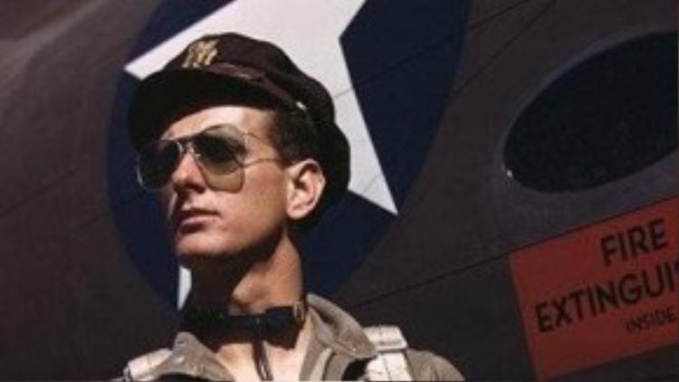 Kính aviator dùng cho phi công thuở trước.