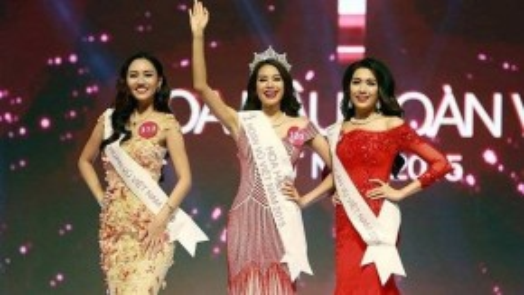 Hoa hậu Hoàn vũ Việt Nam 2015 Phạm Hương (giữa) cùng Á hậu 1 Ngô Trà My (trái) và Á hậu 2 Đặng Thị Lệ Hằng - Ảnh: Đ.Lập.