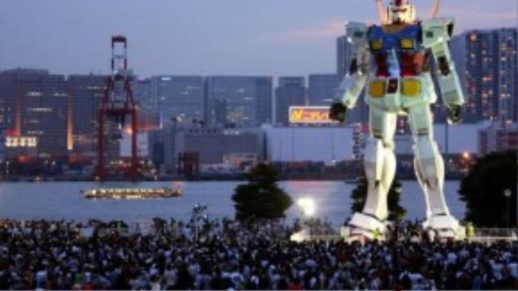 Bức tượng Gundam RX78-2 với tỉ lệ 1/1 đặt tại Odaiba.