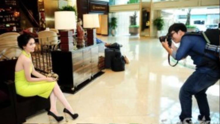 Ngọc Trinh cùng ê-kíp đoàn phim Vòng eo 56 đang có mặt ở TP HCM để thực hiện những cảnh quay tiếp theo. Vừa qua, cô có nhiều phân cảnh đáng nhớ tại tỉnh Đồng Tháp.