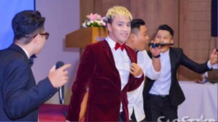 Tăng Nhật Tuệ là người sáng tác ca khúc chính thức cho Lễ hội mật ngữ 12 chòm sao và sẽ được anh biểu diễn mở màn trong đêm đại nhạc hội.