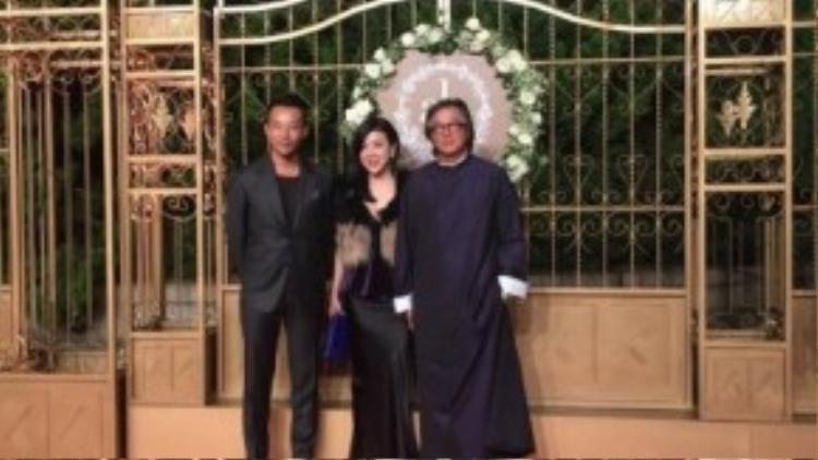 Uông Tiểu Phi (trái) có mặt mà không có sự hiện diện của Từ Hy Viên. Anh chia sẻ, vợ anh do sức khỏe không tốt đã không thể tham gia.