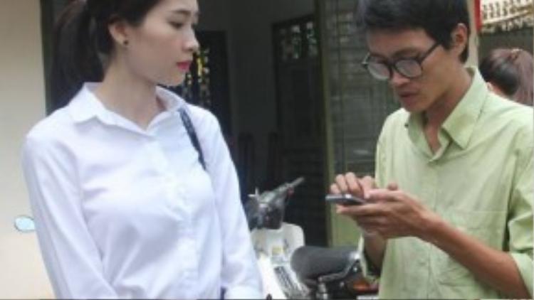 Hoa hậu Đặng Thu Thảo trao đổi với phóng viên.
