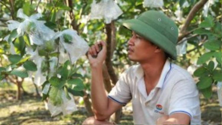 Hình ảnh mới nhất của Lệ Rơi tại quê nhà Hải Dương cho thấy anh có vẻ gầy gò và nhiều suy tư hơn trước. Ảnh: Dân Việt