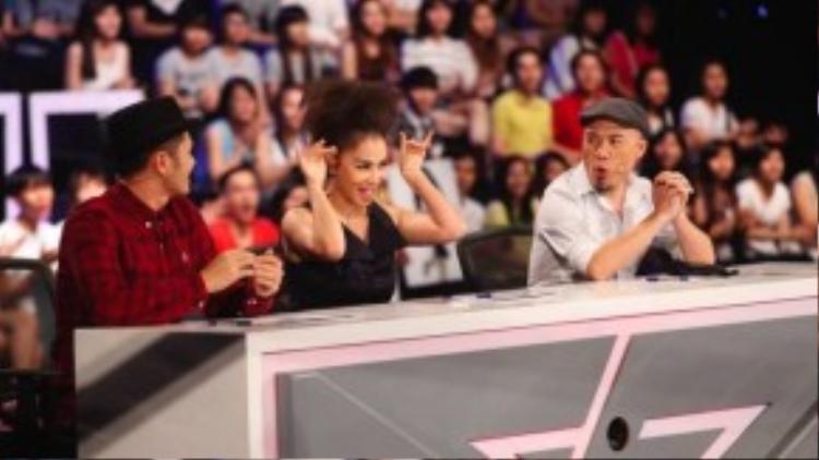 Thu Minh luôn là nữ giám khảo cuốn hút và vui nhộn trên ghế nóng.