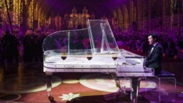 Ông hoàng piano Lý Vân Địch trổ tài mừng cô dâu và chú rể.