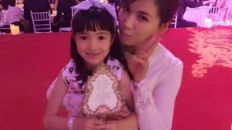 Nữ diễn viên Lưu Đào và con gái.