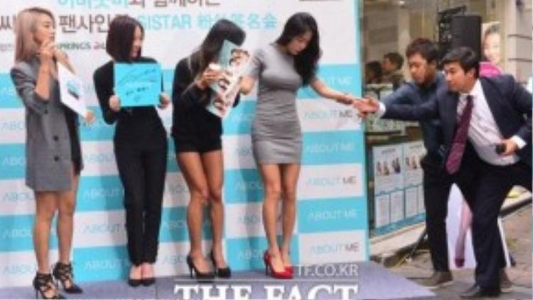 Soyu lại bị trượt chân khi dự sự kiện hôm 8/10.