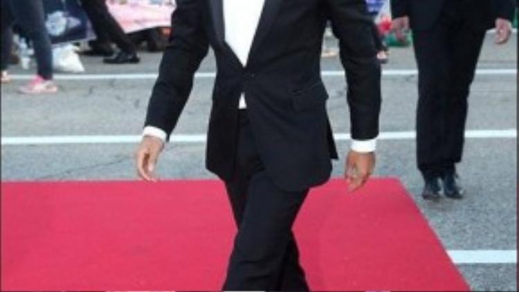 Ca sĩ kiêm diễn viên viên thần tượng Yim Si Wan của nhóm nhạc ZE:A.