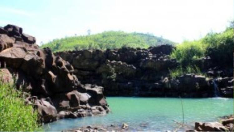 Những hồ nhỏ tự nhiên với màu xanh mát mắt khiến du khách sau một chặng đường 7 km chỉ muốn nhảy xuống tắm ngay lập tức.
