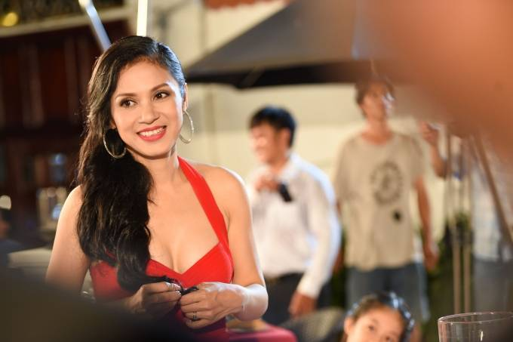 Trung Quân Idol mướt mồ hôi hát cùng Hương Giang Idol