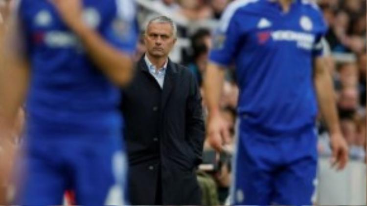 """1. Jose Mourinho (Chelsea- 8,5 triệu bảng/ mùa): Sự xuất hiện của """"Người đặc biệt"""" chính là sự đảm bảo cho thành công ở bất kỳ đội bóng nào ông dẫn dắt. Sau chức vô địch NHA mùa giải 2014/2015, tổng thu nhập của chiến lược gia người Bồ Đào Nha ước tính lên đến 13,5 triệu bảng."""