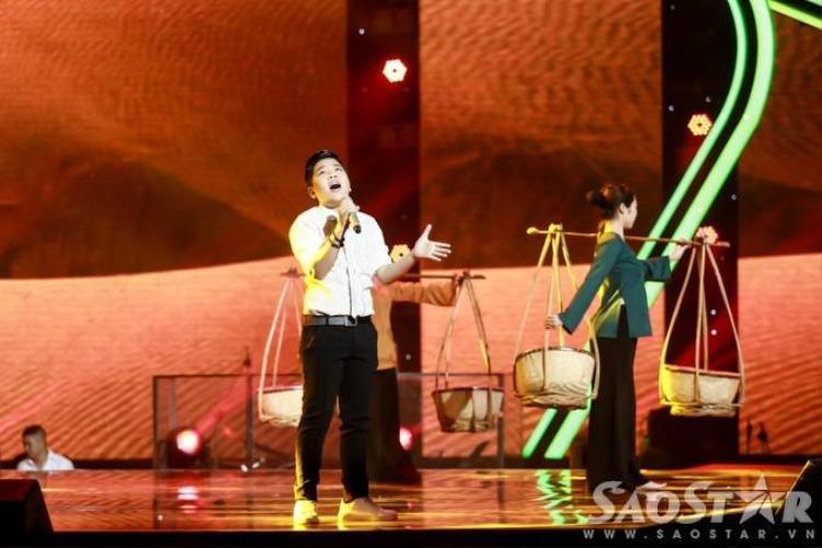 Đức Phúc nhảy dubstep cực sung trên sân khấu Giọng hát Việt nhí