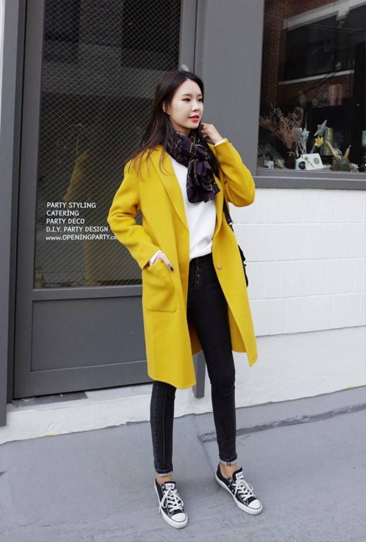 Áo nỉ đốn tim giới trẻ Hàn ngày thu đông