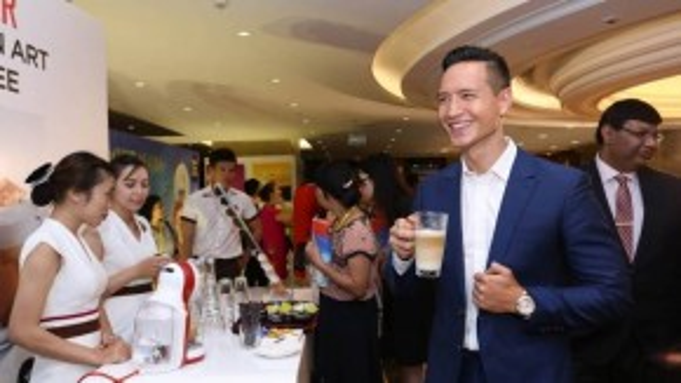 Đến dự sự kiện còn có nam diễn viên điển trai Kim Lý. Ngay khi xuất hiện, anh nhận được nhiều sự quan tâm từ cánh truyền thông.