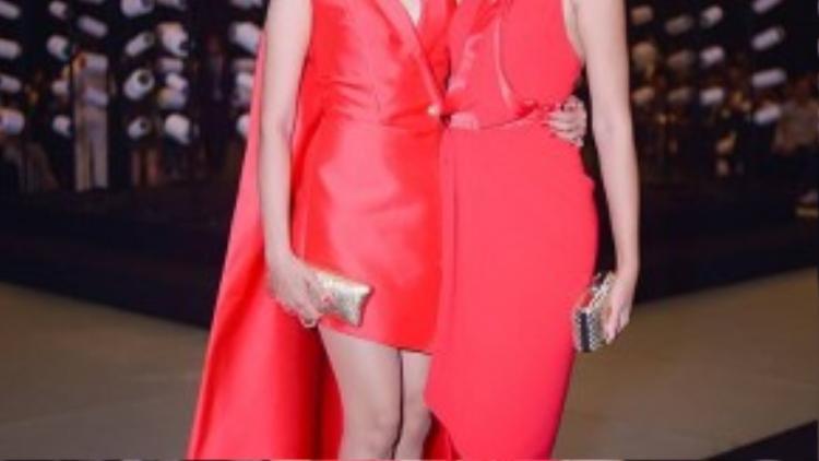 Khác với sự đơn giản của Hương Giang, Trương Thị May diện váy được thiết kế cầu kỳ với phần áo choàng phía sau lạ mắt.