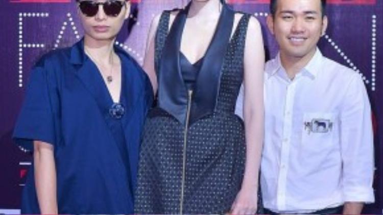 Hoa hậu Thế giới người Việt 2010 Diễm Hương cá tính với đầm ngắn.