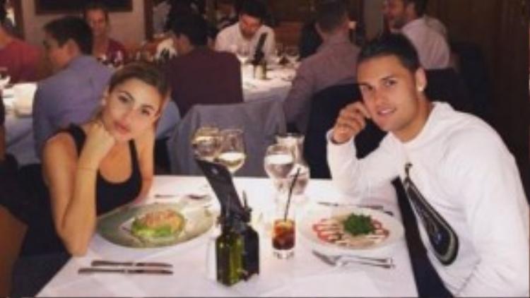 Hình ảnh hẹn hò ăn tối của Diaz và sao trẻ Man City.