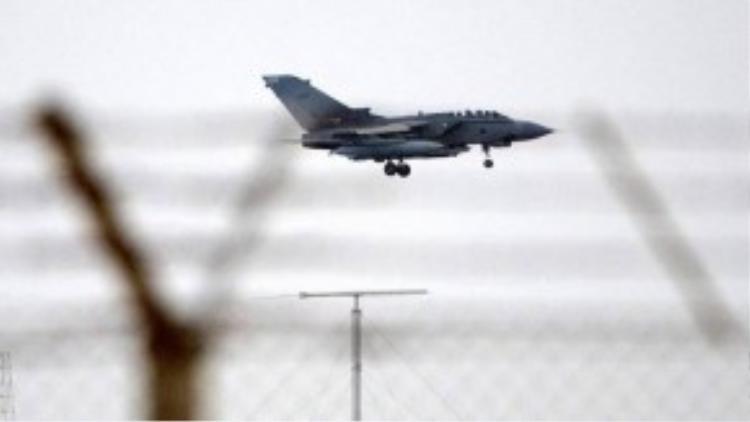 Quân đội Iraq đưa tin không quân nước này đã tấn công một đoàn xe chở trùm khủng bố IS Abu Bakr al-Baghdadi trên đường đến một cuộc họp ở Karabelah, giáp Syria.
