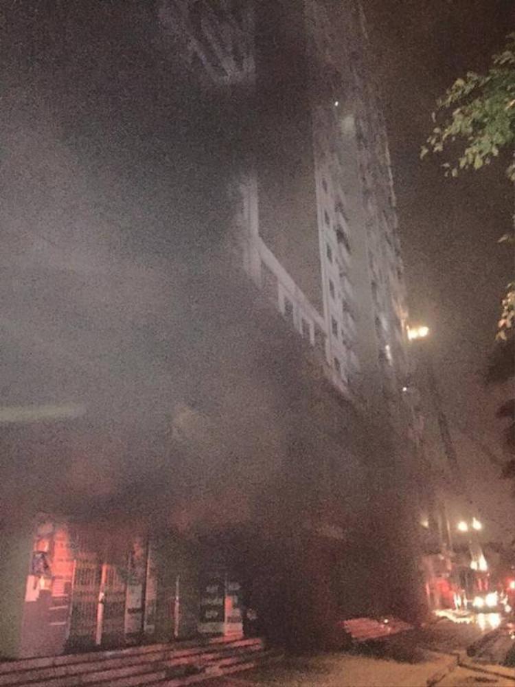 Khoảnh khắc thoát nạn đầy ám ảnh của những cư dân tòa chung cư Xa La