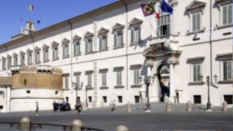Italy: Điện Quirinal ở Rome là một trong ba nơi ở của tổng thống Italy, lớn gấp 20 lần Nhà Trắng. Đây từng là nơi cư ngụ của 30 giáo hoàng, 4 vị vua và 12 tổng thống.