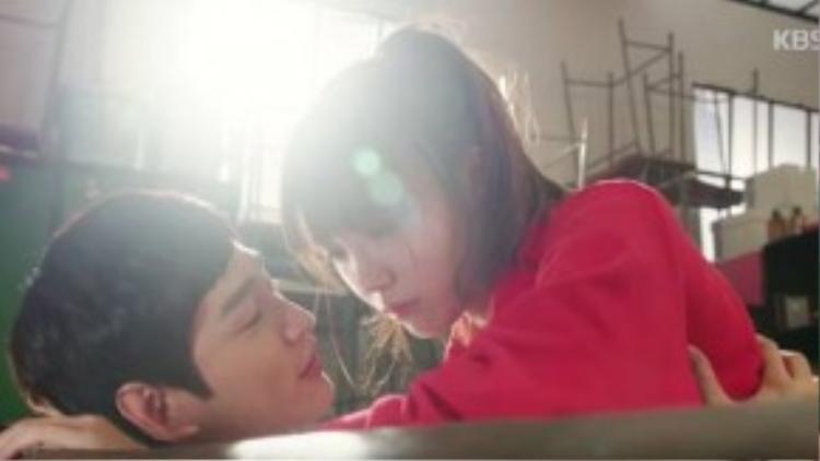Kang Yeon Doo và Kim Yeol suýt hôn nhau.