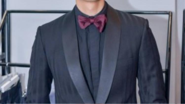 Đến chúc mừng nhà thiết kết NTK Trần Minh Dũng còn có diễn viên Nhan Phúc Vinh.
