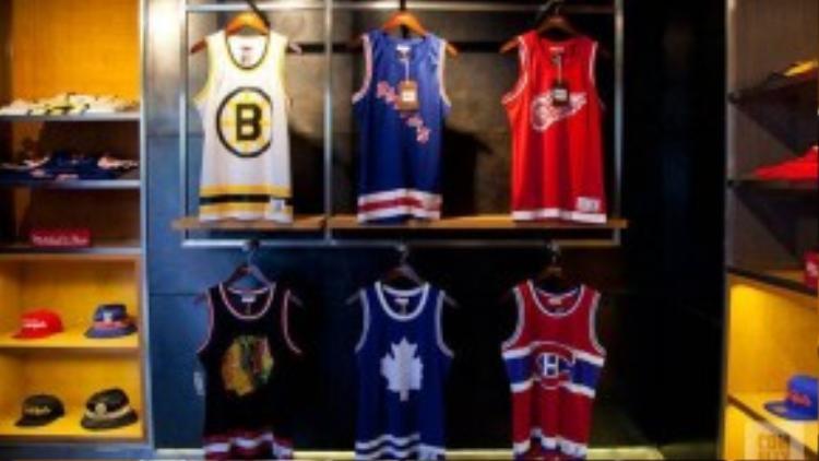 11. Concepts: Concepts được thành lập từ năm 1996, với nhiều sự kết hợp từnhững thương hiệu lớn như Nike, New Balance đã giúp hãng thời trang này có chỗ đứng trong nền văn hoá skate.